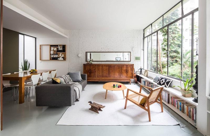 Sala confortável e organizada