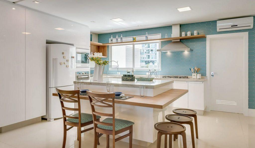 Uma paleta de cores clara é a ideal para a cozinha