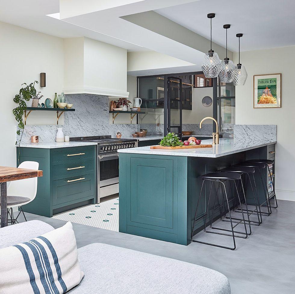 A cozinha deve ter espaço suficiente para trabalho e circulação